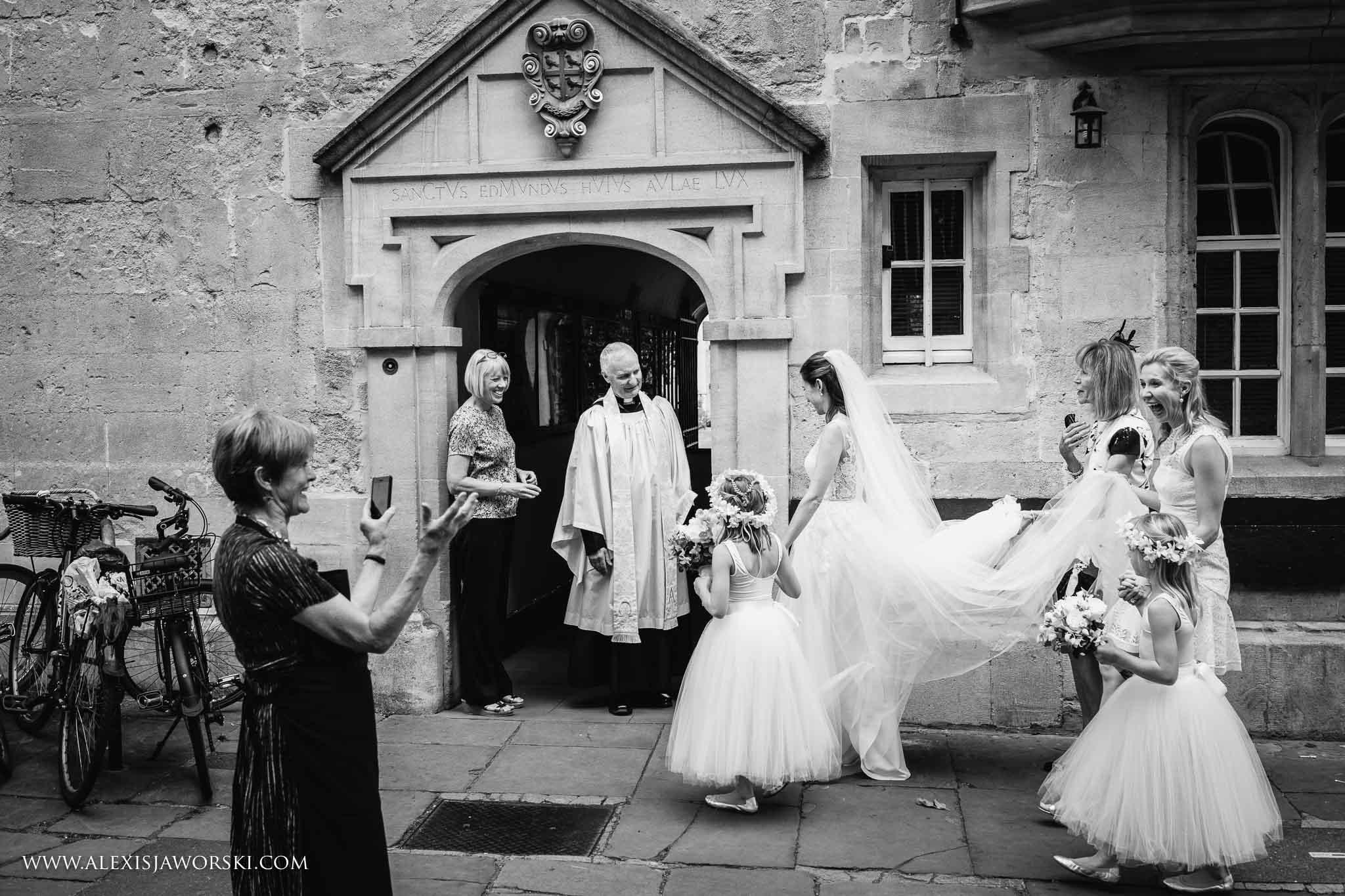 bride's arrival to the venue