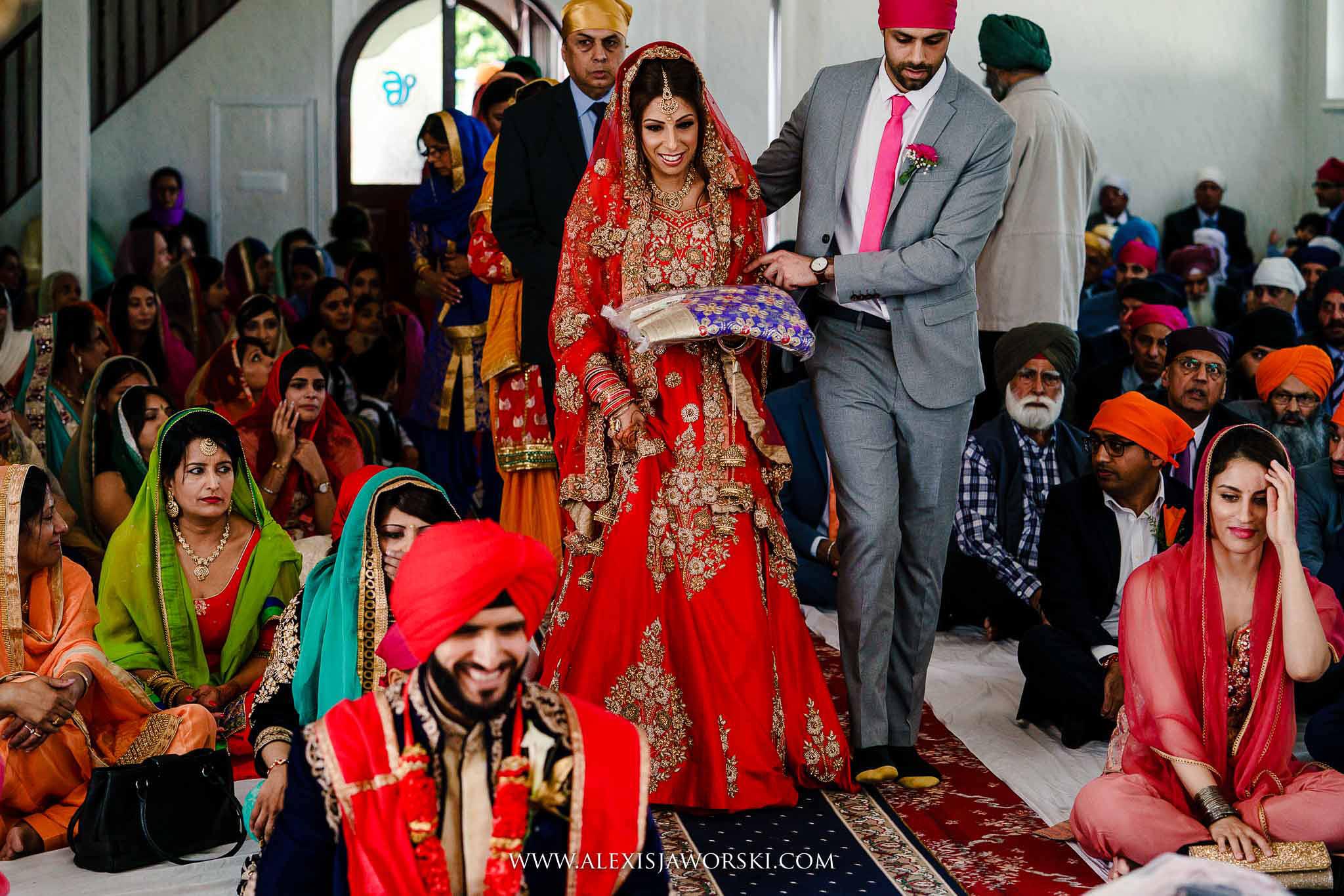 bride walking dwn the aisle