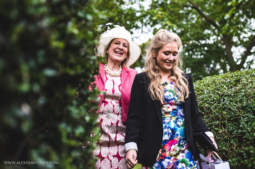 st. nicholas church in hurst berkshire wedding photos-190-2