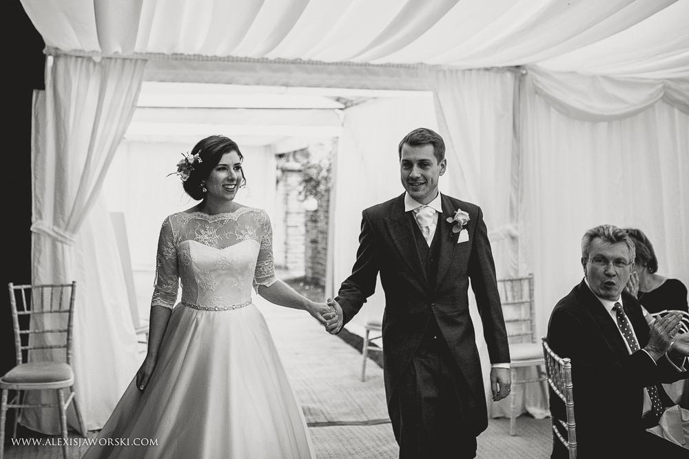 st. nicholas church in hurst berkshire wedding photos-314-2