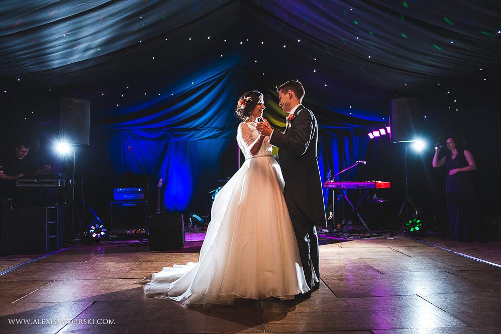 st. nicholas church in hurst berkshire wedding photos-400-2