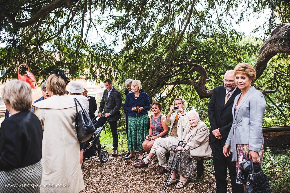 st. nicholas church in hurst berkshire wedding photos-55-2