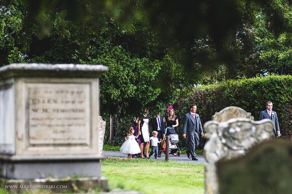 st. nicholas church in hurst berkshire wedding photos-67-2