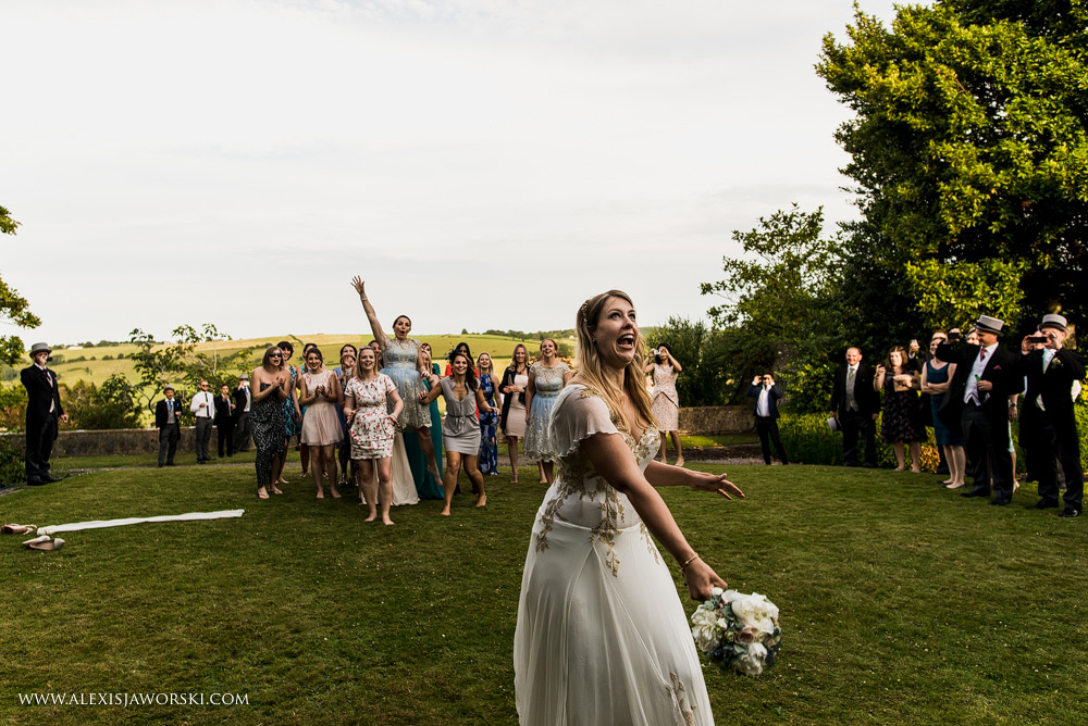 Bouquet throw at Hamswell House