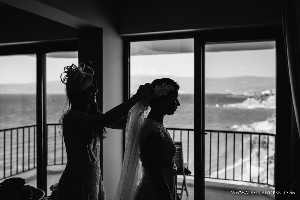 Bride putting the veil on