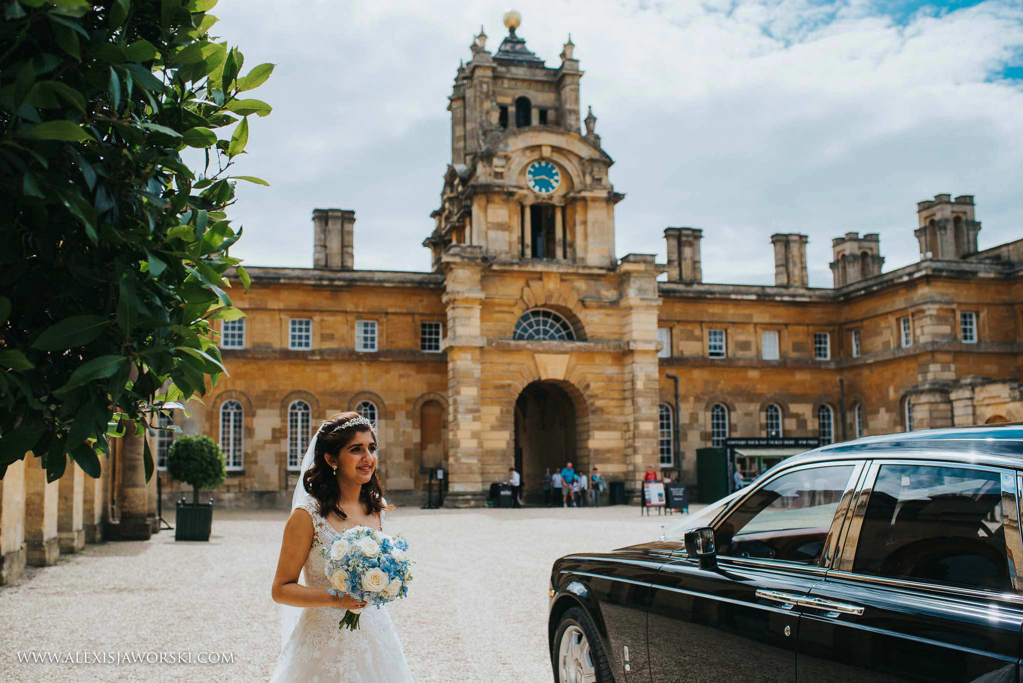 bride arriving at the orangery at Blenheim Palace