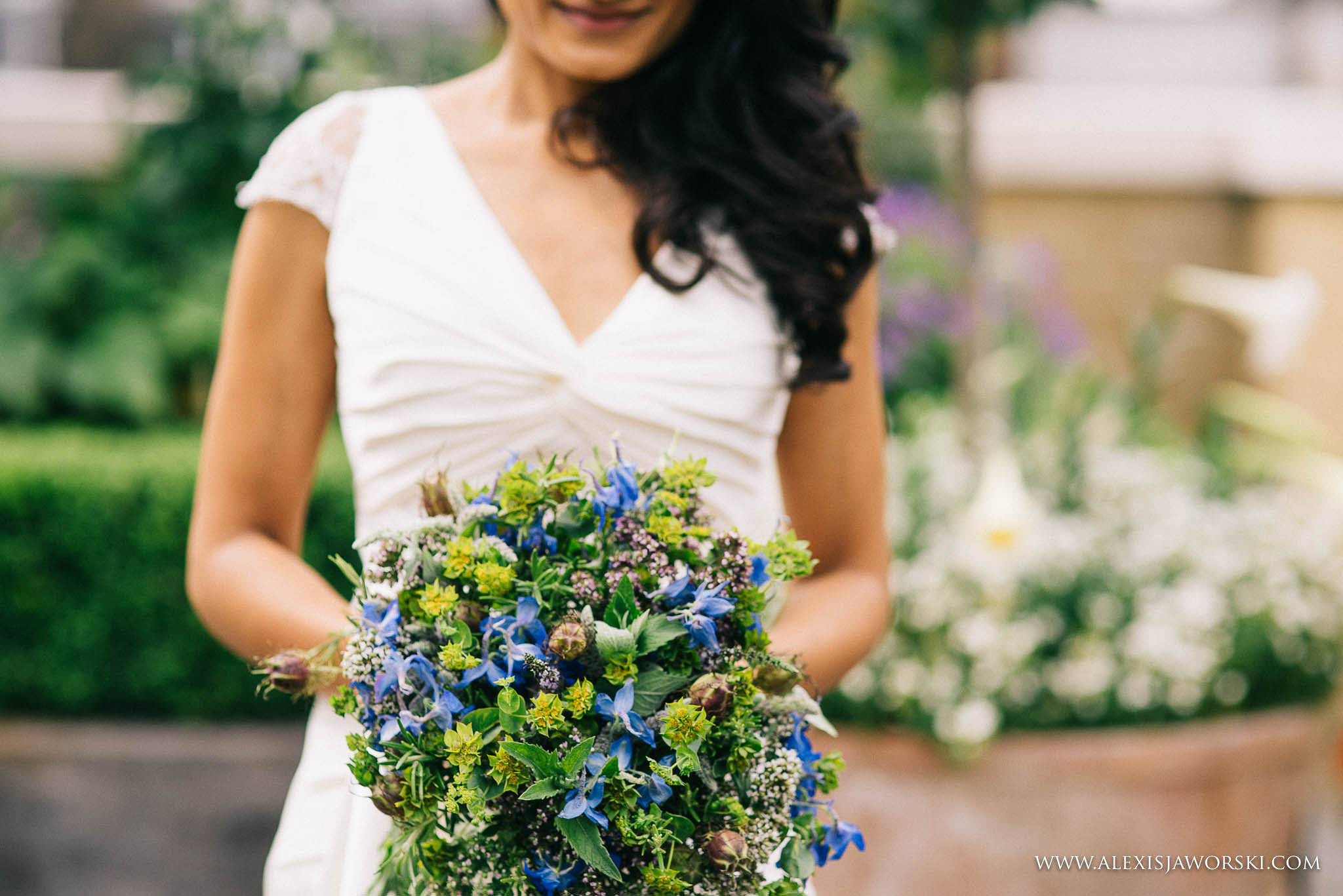 portrait of the bride and her bouquet