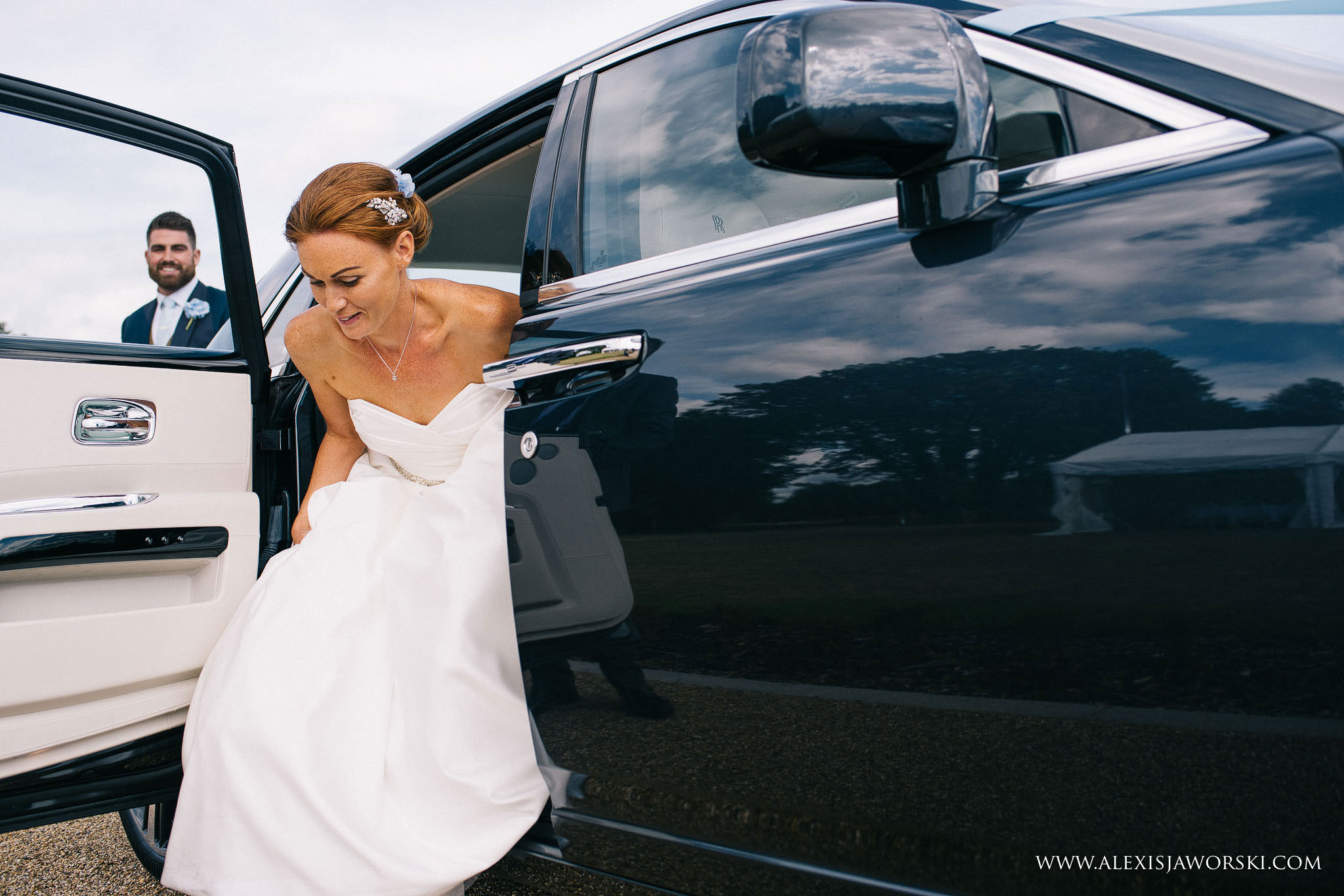 bride and groom arriving at the venue