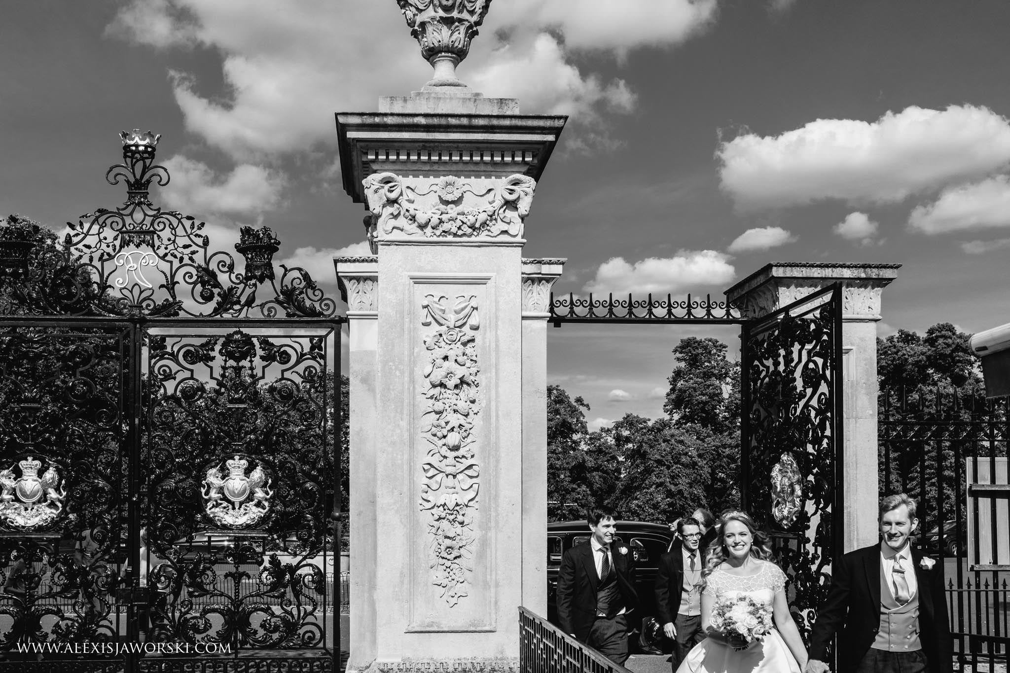 bride enters kew gardens