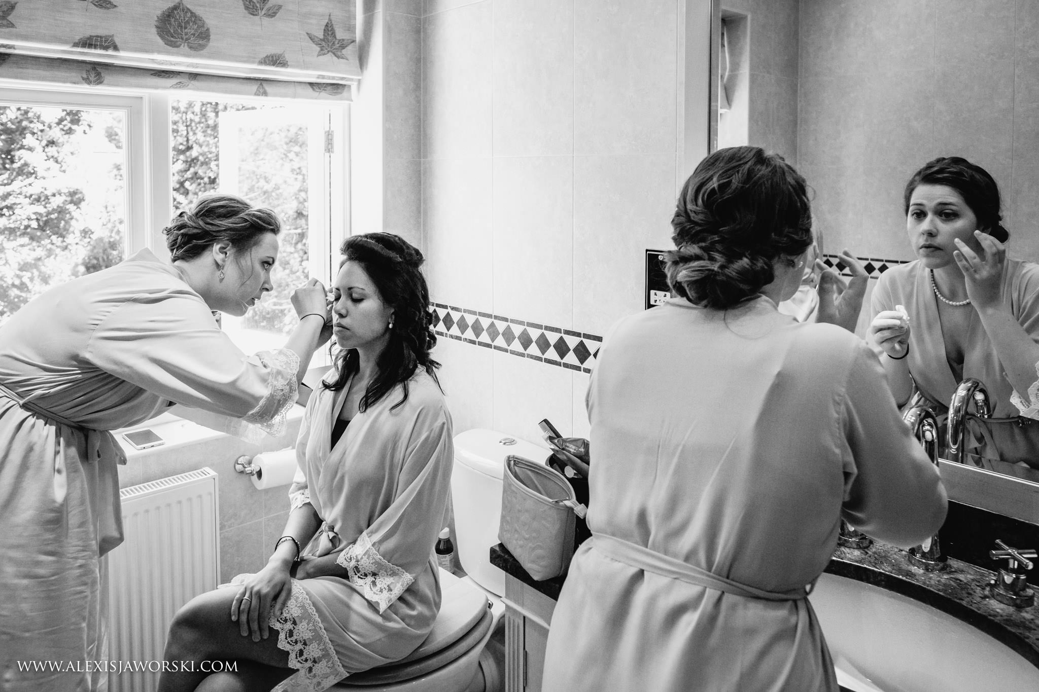 bridesmiads getting ready