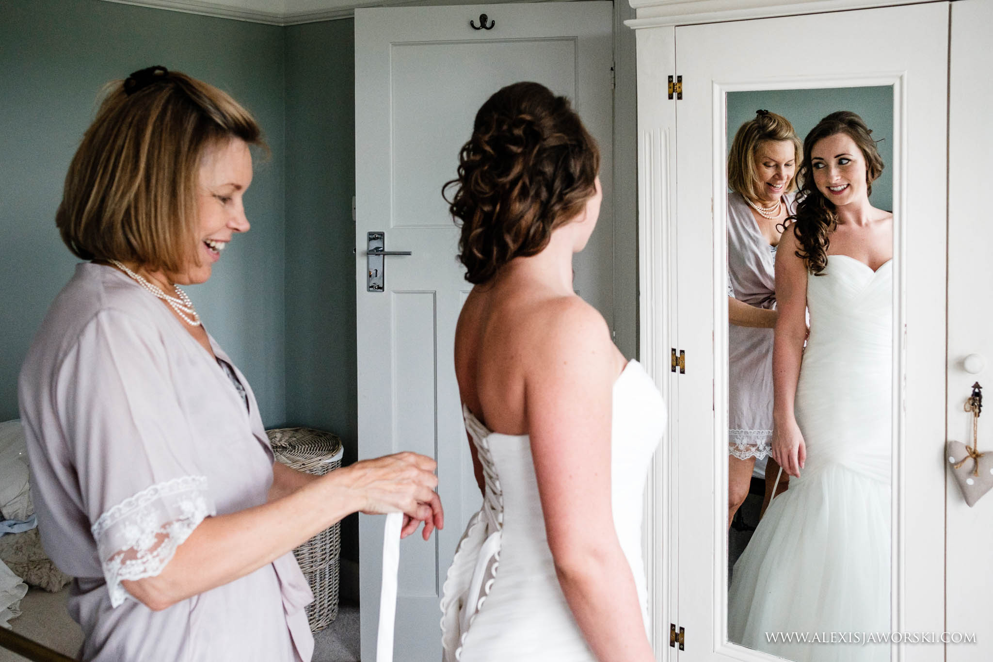 mum helping bride