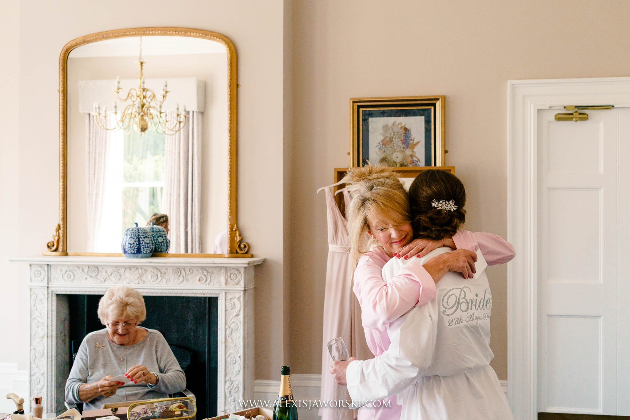mum hugging bride