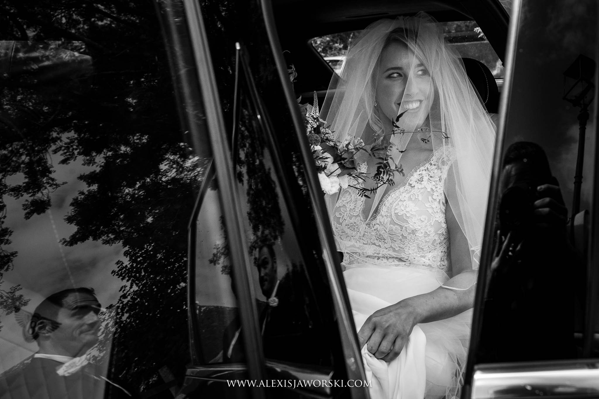 bride's arrival at church