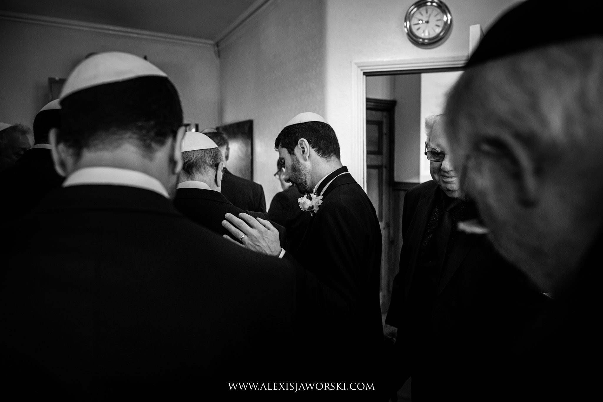prayers time at synagogue