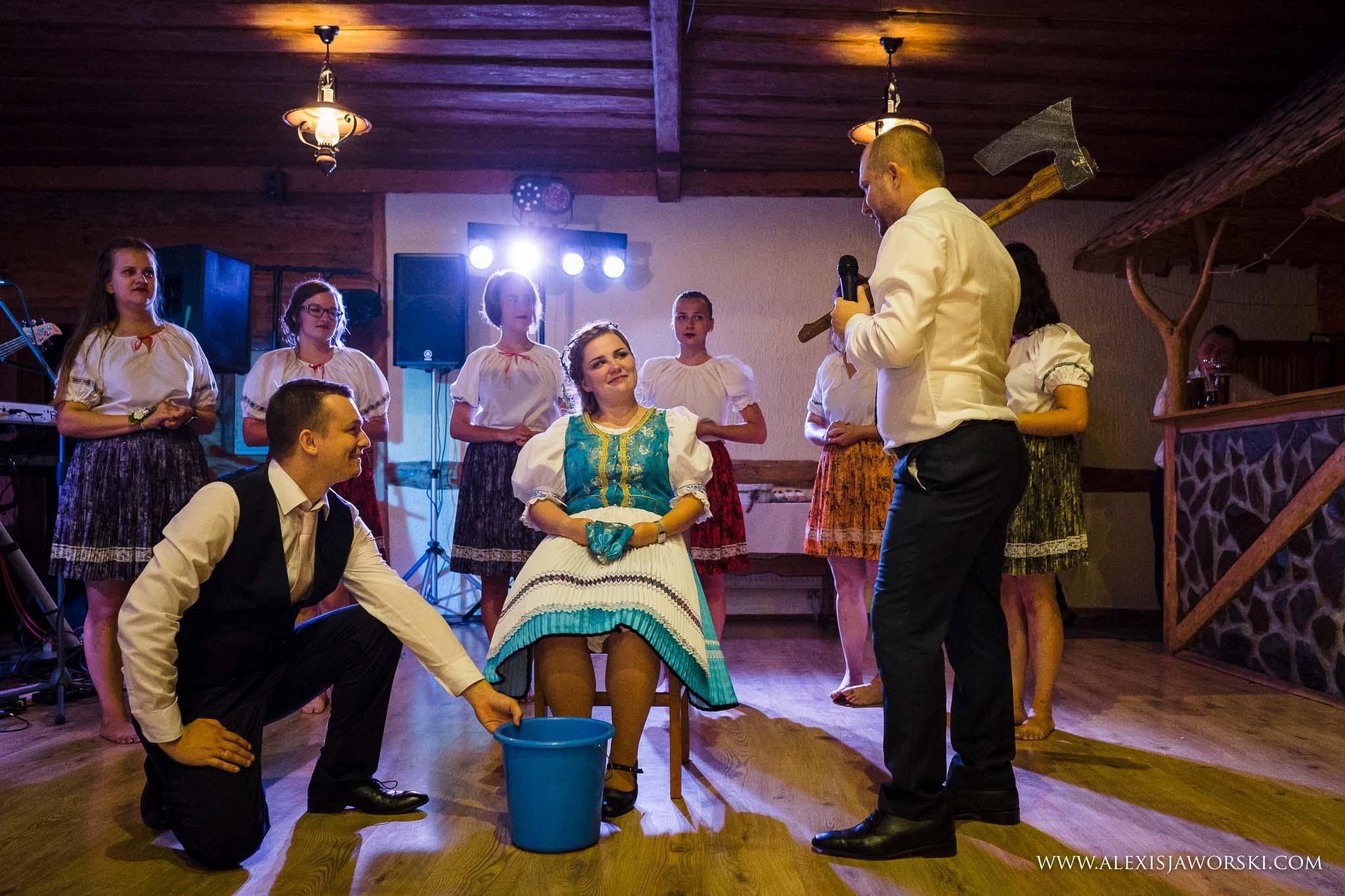 wedding tradition at midnight