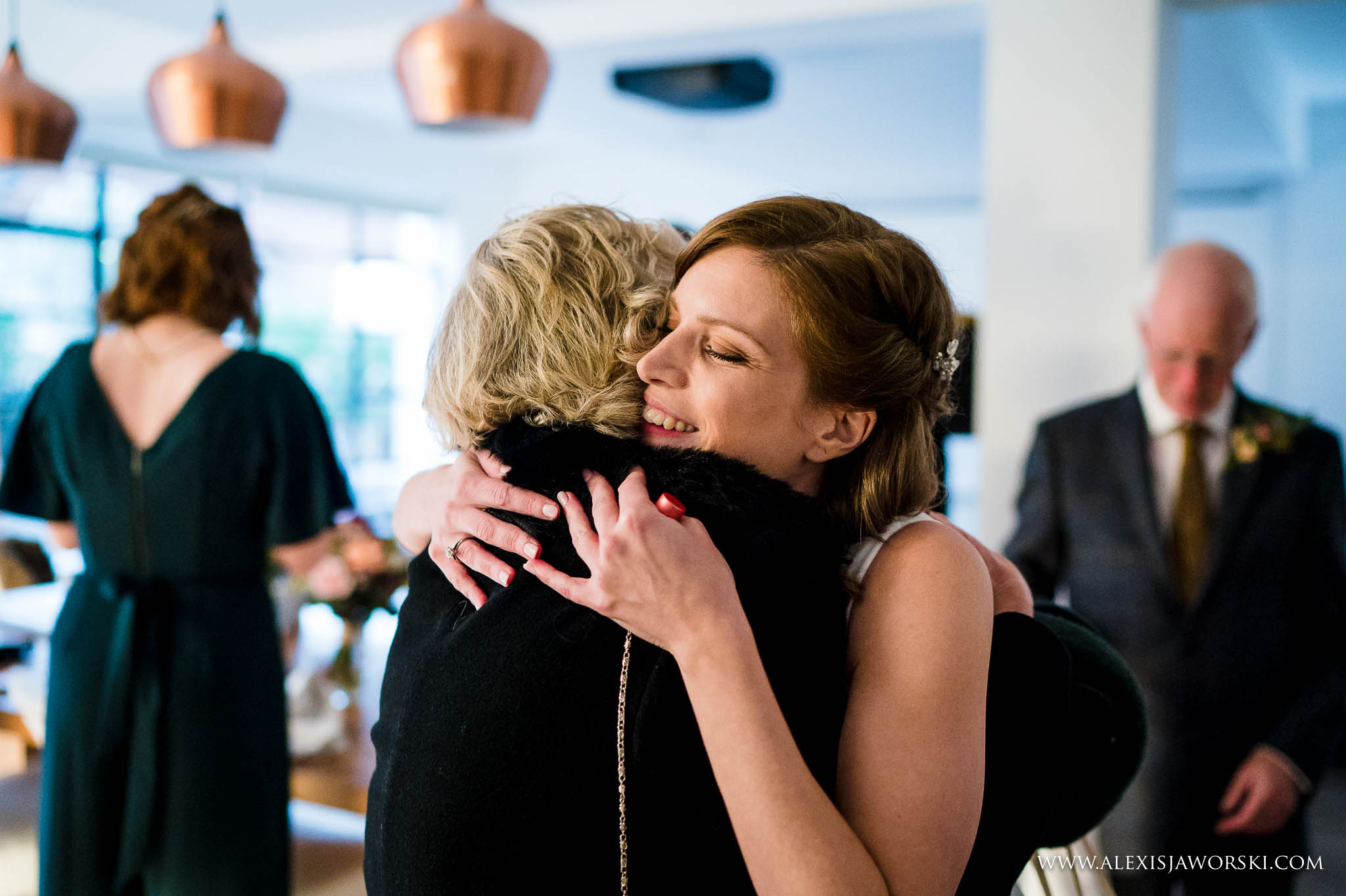 bride hugging aunt