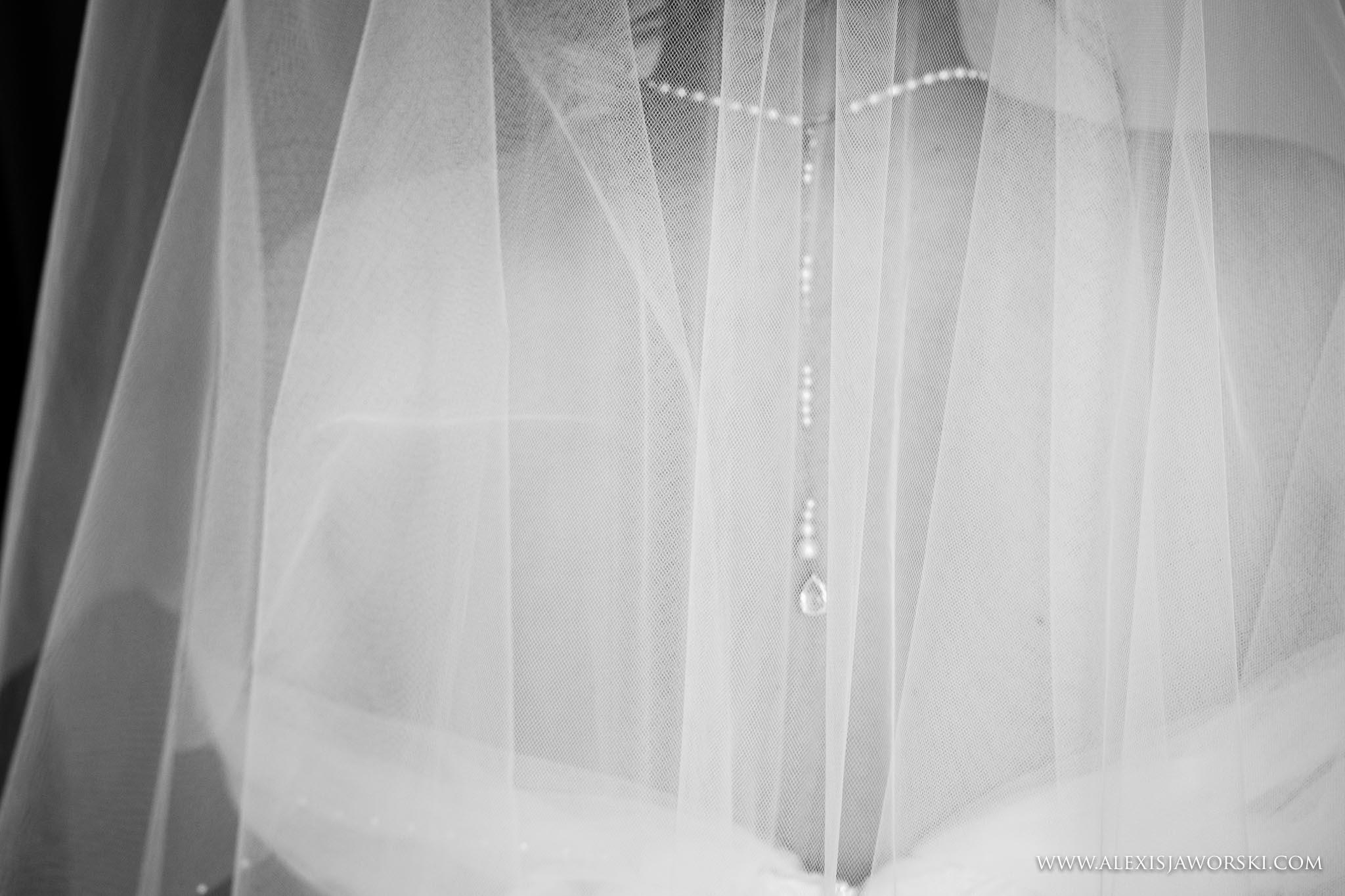 bride's back detial